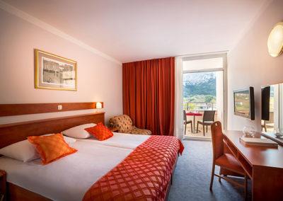 corinthia-baska-hotel-classic-room-sofa-balcony-parkview-01