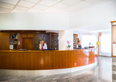 corinthia-baska-hotel-reception