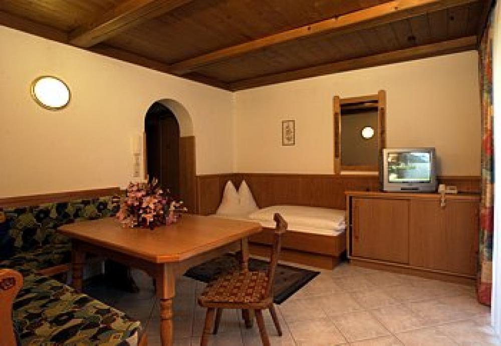 austrija_kaprun_aparthaus_toni_dnevna_soba-1