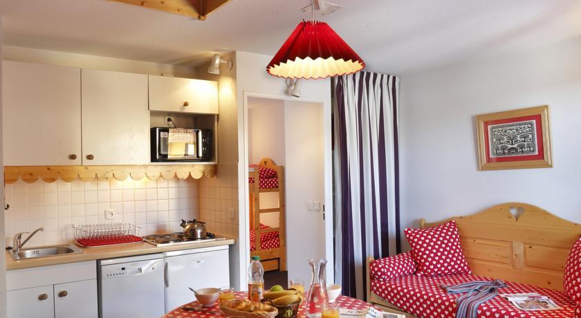 francuska_risoul_residence-vega_interijer_pogled-na-sobu-copy-1