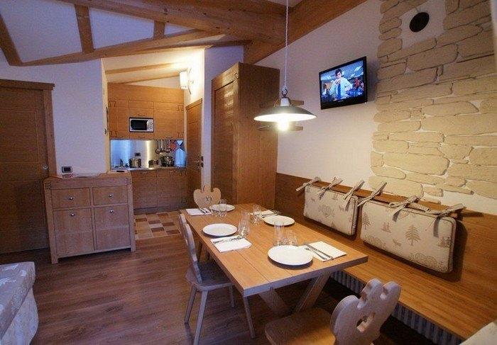 italija_val_di_fassa_adler_family_wellness_club_residence_dnevna_soba-1